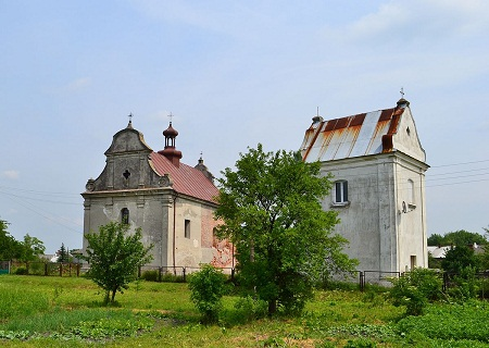 1200px-Church_of_the_Holy_Trinity_in_Lyuboml_with_bell_tower_2