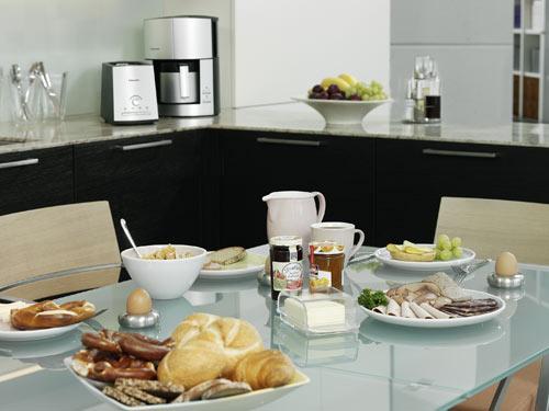 Испания.  Напитки на завтрак традиционны: чай, кофе; для детей -молоко...